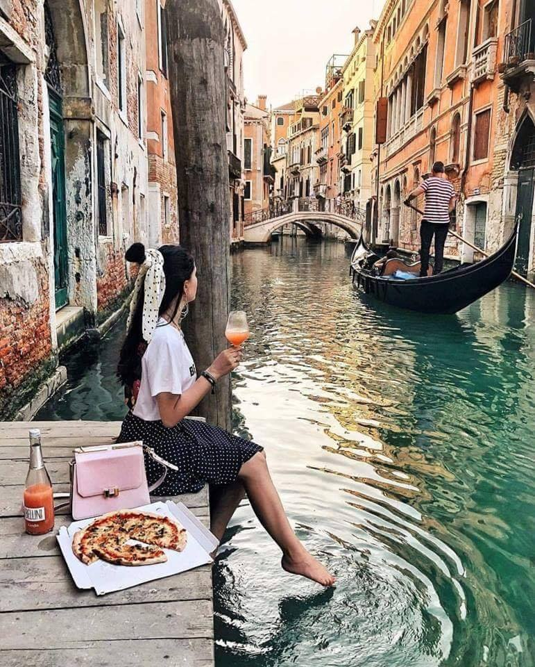 Relaxing moment in Venice!
