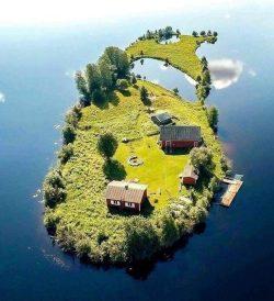 Small island in Rovaniemi, Finland! <3