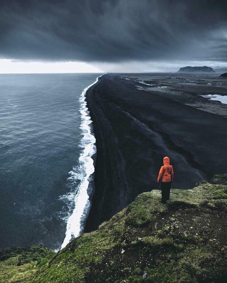 Iceland's black sand beach! :o