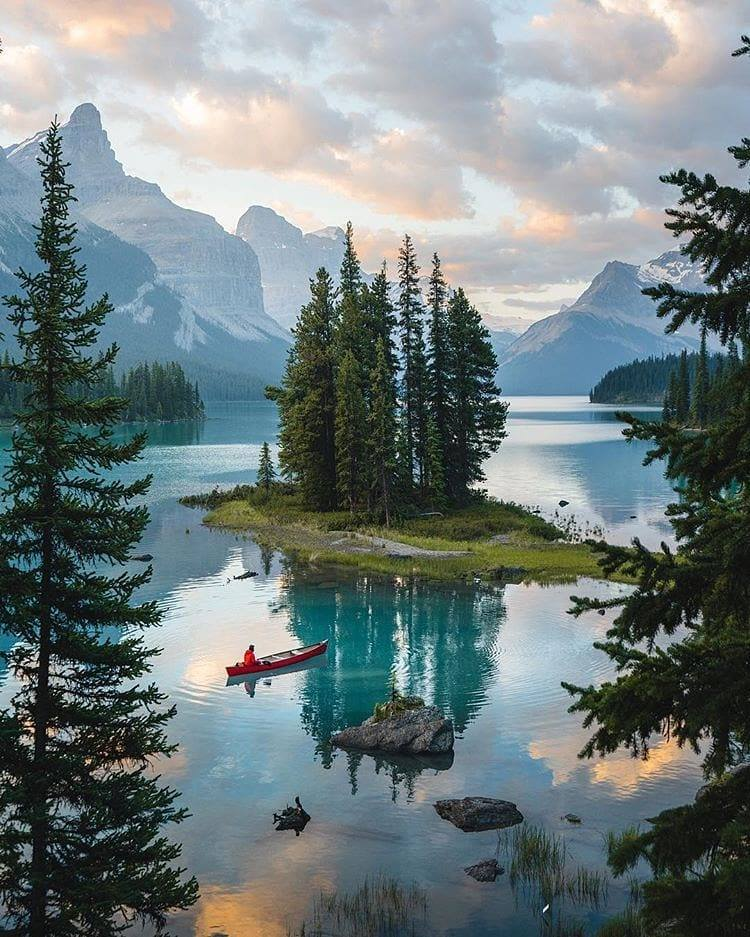 Long canoe paddles to utter beauty and tranquility